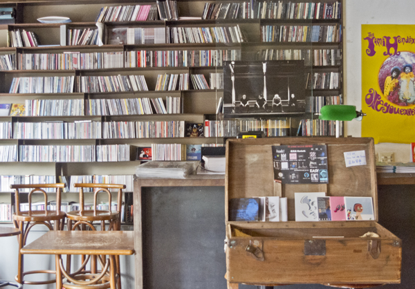 DJイベント用? CDもたくさん。
