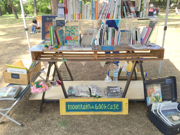 山梨県の春光堂書店と同じく山梨で活動されている出張本屋mountain bookcaseのコラボ本屋です!