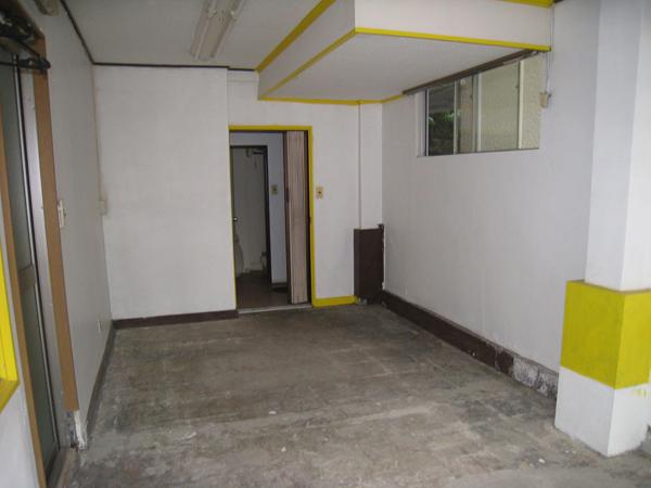 改装前はこんな感じでした。以前は靴の工房だったとか。